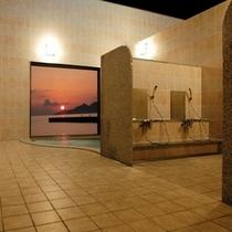 名護湾に沈む夕日は絶景です(女性風呂)