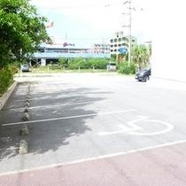 ホテル敷地内に立体駐車場・平面駐車場と完備しています。