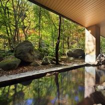■大自然の湯「川の囁き」 露天風呂(秋)