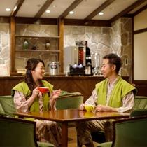 【喫茶 木もれ日】山小屋風の空間で寛ぎのひとときを。コーヒーや紅茶を無料でご用意しております