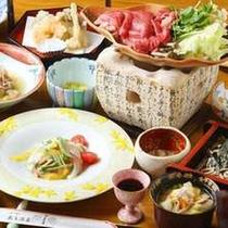 *[夕食一例]山形牛のすき焼きがメインの和食膳。おいしいお肉と一品ずつ手作りの郷土料理を堪能!