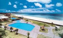ホテルよりビーチを望む