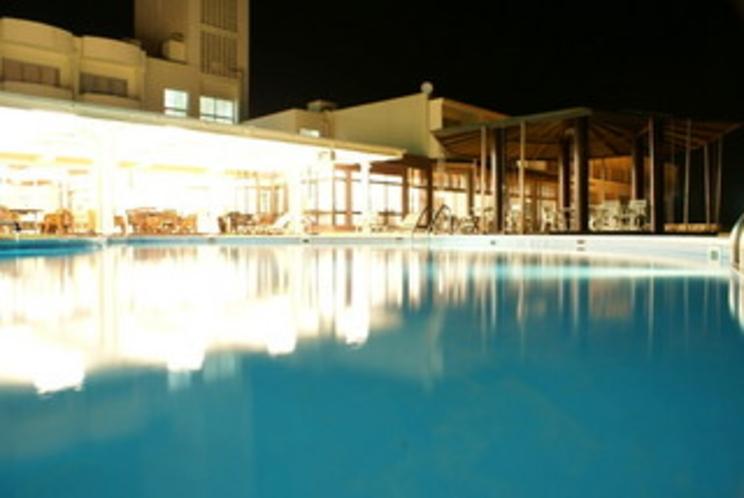 プール夜景