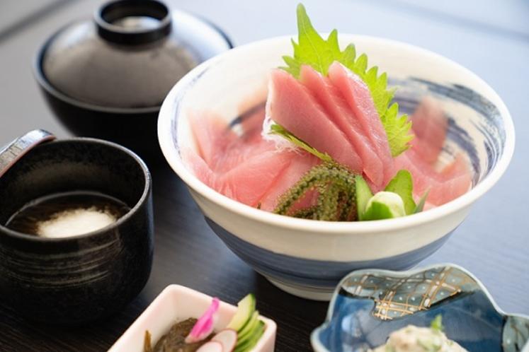 ランチメニュー 久米島近海マグロ丼