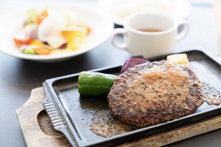 ランチメニュー ハンバーグステーキと島野菜