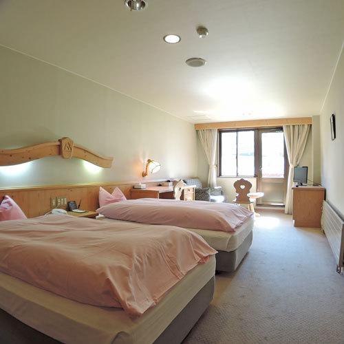 *スタンダードルーム一例/チロリアン家具を配置し、シックな色調のお部屋です。