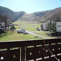 *部屋からの景色/志賀高原の山々をご覧いただくことができます。
