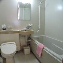 *ユニットバス一例/各お部屋にシャワートイレを備えたバスルームがございます。