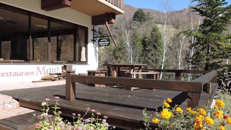 *設備/レストラン前にはウッドテーブルはご自由にご利用いただけます。