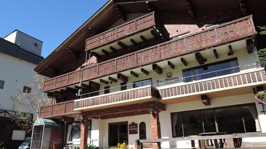 *外観(夏)/高原散策・トレッキングを始め、夏には避暑地として人気の志賀高原へ!