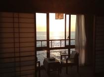 夕日が見える和室