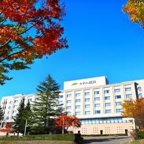 ホテル外観【紅葉の季節】