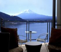 客室テラスより見る富士山