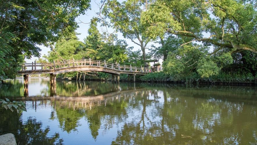 *【出会い橋】御花へと続く橋。すてきな出会いがありますように…。