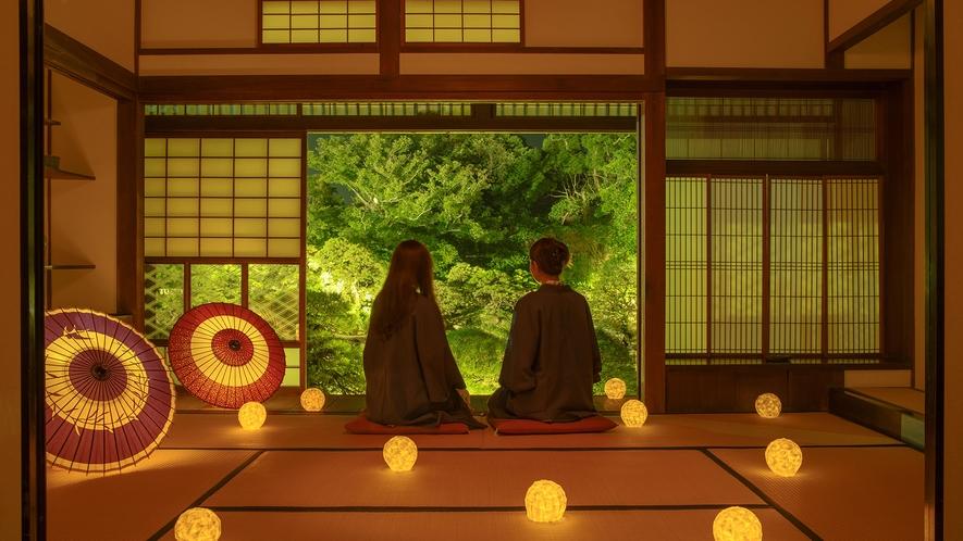 *夜の松濤園。美しいライトアップをお楽しみくださいませ。