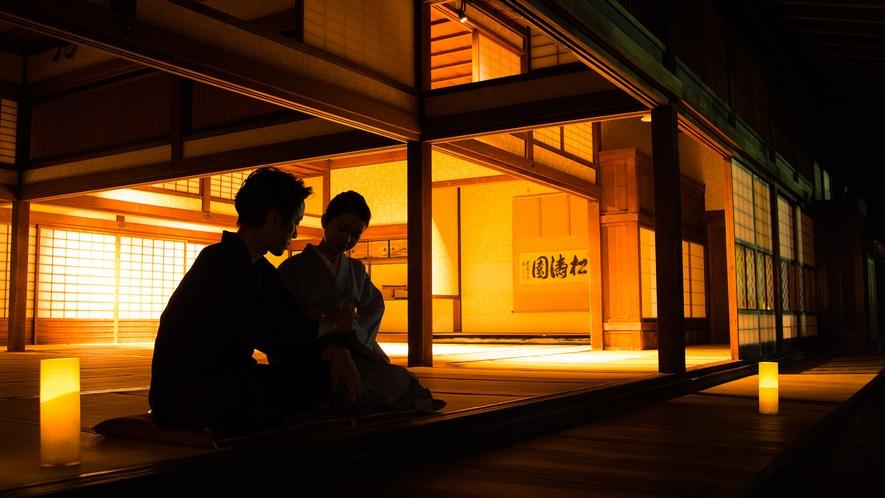 *【大広間】夜の大広間を開放しております。日常を忘れて、何もしない贅沢をお愉しみください。