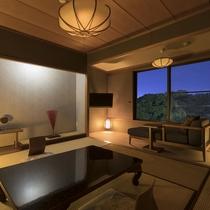 ・【和室8畳】窓から臨む夜の日本庭園「松濤園」をご堪能くださいませ。