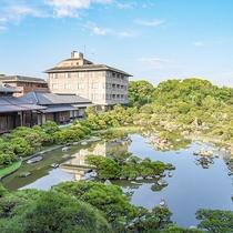 *【松濤園】冬場には飛来する野鴨が群れ遊ぶ見事な景観を見せます。