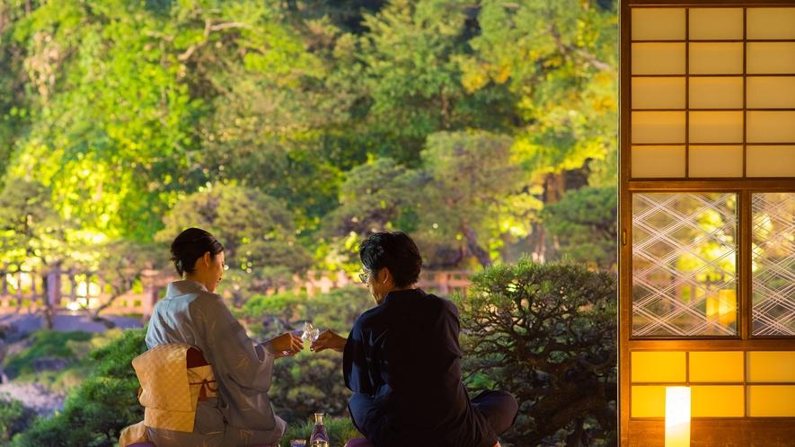 *【大広間】松濤園の灯篭灯り。風情ある景色を眺めながら、ゆっくりと流れる時間をお過ごしください。