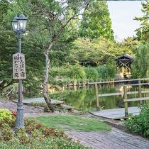 *【東庭園】テニスコートを囲む、緑豊かな庭園