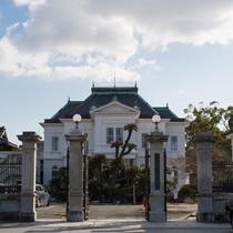 正門前から見た西洋館
