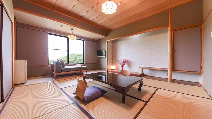 *【和室8畳】緑豊かな東庭園を眺めることができます。