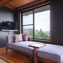 *【芍薬の間】日本庭園「松濤園」を見下ろせる、景観の美しいお部屋です。