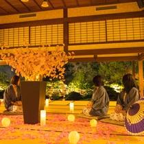 夜の松濤園。美しいライトアップをお楽しみくださいませ。