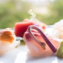 【季節のお造り】目にも美しい柳川のお料理をご用意いたします。
