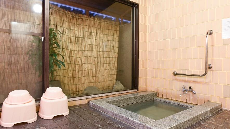 *【貸切風呂】各お部屋とは別に3階に貸切風呂がございます。3~4名様がご利用頂けるくらいの広さです。