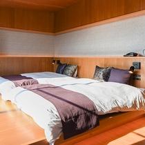 *【和洋室(8畳+ベッドルーム)】広々としたベッドでお休みいただけます。