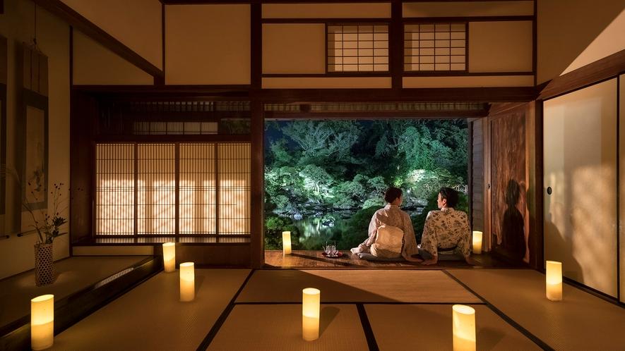 *・【松濤園の灯篭灯り】淡い光が映し出す美しい松濤園。ご宿泊のお客様だけがご堪能出来る絶景です。
