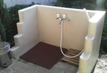 正面玄関横に温水足洗い場ございます!