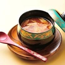 「料理長こだわりの一品」 一例 ~フカヒレ茶碗蒸し~