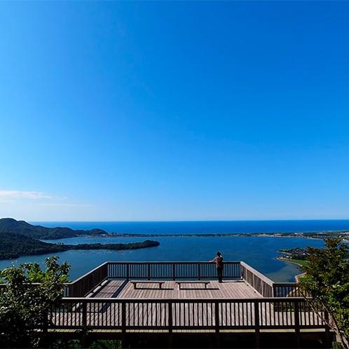【かぶと山展望台】展望台からは久美浜湾と小天橋を一望(当館より車で約20分)