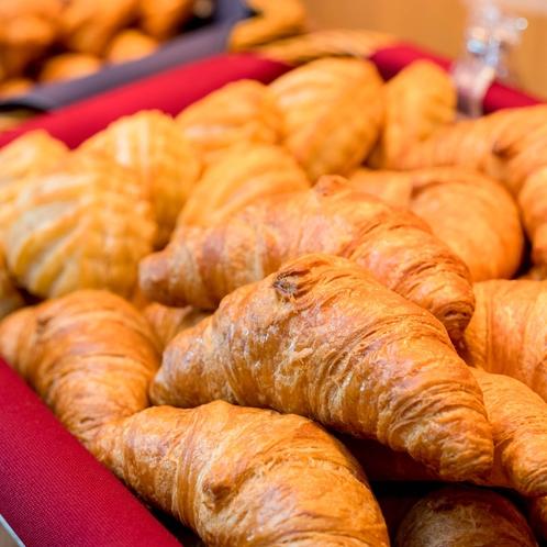 【焼きたてパン】一番人気はモチモチサックサクのクロワッサン♪
