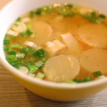 お味噌汁は有機大豆・有機米・天日塩で作ったお味噌を使用♪