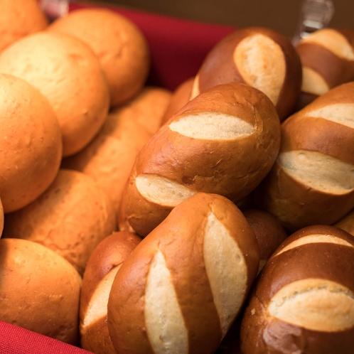【焼きたてパン】朝から焼きたての香りをお楽しみください♪