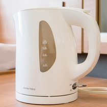 【電気ケトル】温かい飲み物や夜食などに便利!操作も簡単。