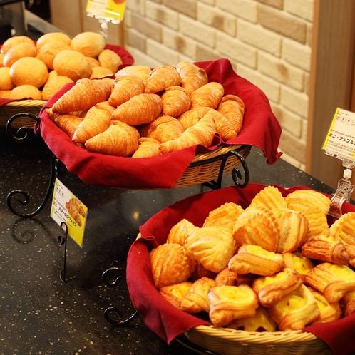 【焼きたてパン】毎朝焼きたてだからサックサクです♪
