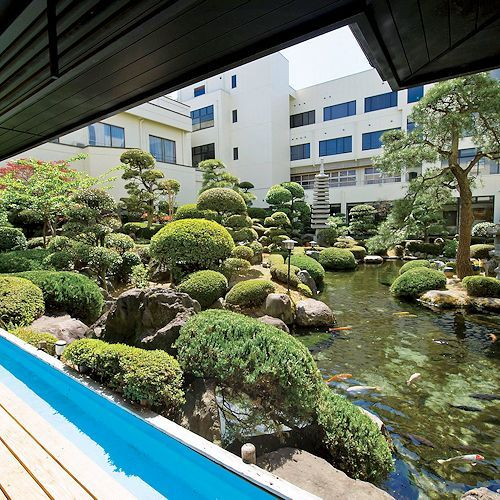 日本庭園と足湯