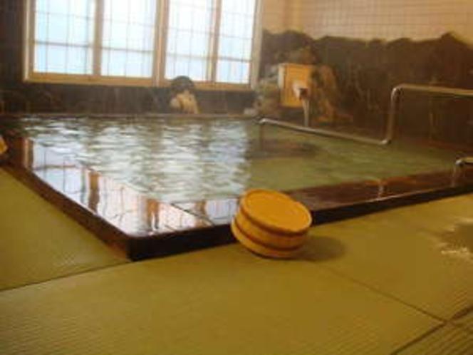 生まれたての温泉で少し高温ですが、体を芯から温めます。メタホウ酸により保湿効果は抜群です
