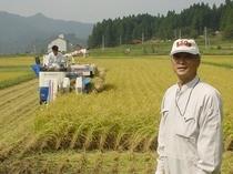 山口ファームの社長さん 共同で当館のコシヒカリを生産します。自分もやるから旨いのです。