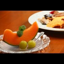 朝食◆フルーツ王国の山梨ならではの旬のフルーツをご用意。