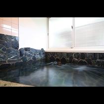 ジェットバスの貸切風呂。ゆったりとお寛ぎいただける家族風呂です。