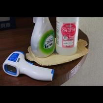 除菌や検温など感染症予防対策も行っております。