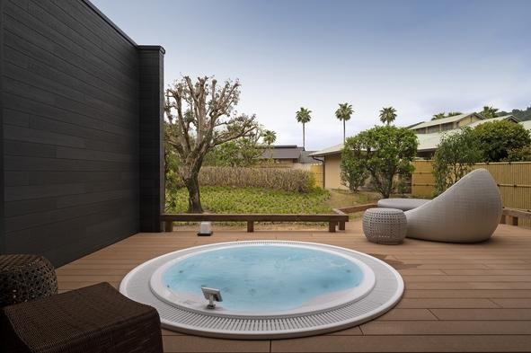 【ジャグジー付きのラグジュアリー空間】プライベートジャグジーと露天風呂付きスイートルームで過ごす