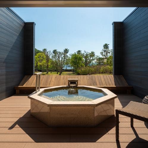 開放的なJrスイート露天風呂(一例)※客室によってデザインが異なります。