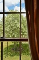 客室の窓から見ると