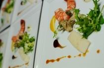 烏賊、海老、ミル貝を4種類のソースで
